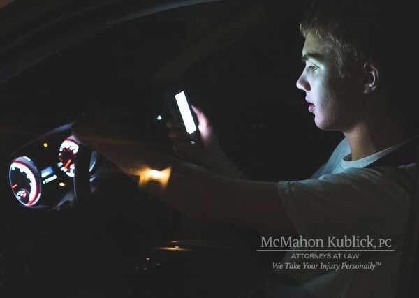 Syracuse distracted driving injury attorney NY